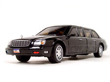 2001 CADILLAC PRESIDENTIAL LIMOUSINE WITH FLAGS 1/24 BY ROAD SIGNATURE 24018