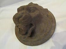 RARE bouche de fontaine murale pompe en fonte mufle gueule lion epoque 19 eme