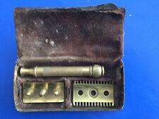 Beau Rasoir Gillette Ancien Made In Usa Dore, Dans Son Boitier. Réf: RGU 526