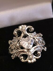 GORGEOUS RING SIZE H I DETAILED HEART FAUX DIAMOND SILVER TONE COCKTAIL RING