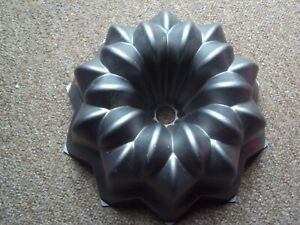 NORDIC WARE STAR LARGE BUNDT CAKE TIN PAN USA VGC FREE UK P&P RARE DESIGN