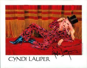 Handsigniertes Autogramm von Cyndi Lauper - SÄNGERIN