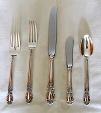 A VINTAGE 5 PIECE BROCADE 1950 STERLING SILVER FLATWARE SETTING BY INTERNATIONAL