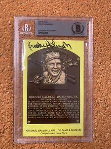 Brooks Robinson Signed Yellow HOF Plaque Card Beckett Slabbed  Baltimore Orioles