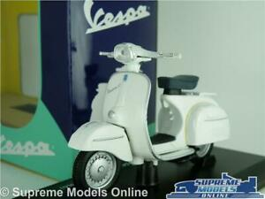 VESPA 125 GT 1966 SCOOTER MODEL BIKE 1:18 SIZE WHITE CLASSIC MOPED MAISTO T3