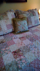 Quilt Queen Size 2 Shams and decorative pillow, Oh so shabby
