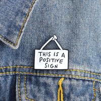 """zahnschmelz pin jeans - jacke. """"zeichen - brosche das ist ein positives zeichen"""