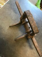 VINTAGE WIRE STRAINER FENCING POST MOUNTED RARE