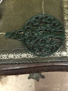 ANTIQUE OR VINTAGE CAST IRON TRIVET IN DARK GREEN