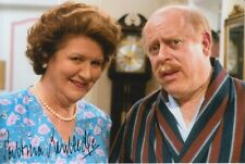 PATRICIA ROUTLEDGE HAND SIGNED 6X4 PHOTO KEEPING UP APPEARANCES.