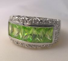 G-Filled Ladies 18ct white gold simulated diamond peridot ring green channel new