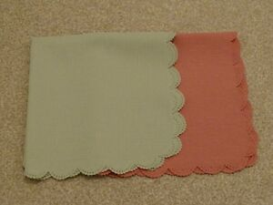 2 x Napkins (Green and Pink)