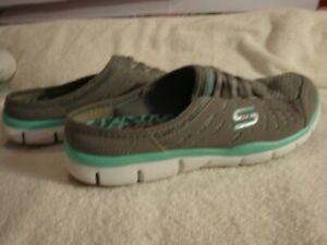 Women's SKECHERS Air-Cooled Memory Foam Slide shoes US Sz 8 Grey/Teal