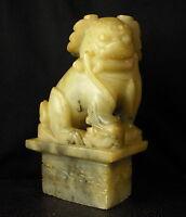 Hund aus Fô Chimera 2kg Speckstein China XIX Skulptur Chimera China 狗佛望月鸡血石中国