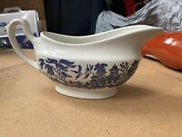 Churchill Blue Willow Fine English Tableware Gravy Boat Made in England used