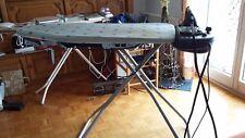 Dampfbügelstation mit Bügeltisch