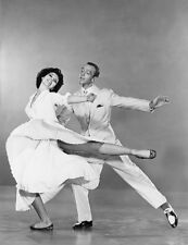 Cyd Charisse and Fred Astaire UNSIGNED photo - C473 - The Band Wagon