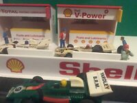 NEW 1:32 Scale Slotcar - SHELL V-Power Racing Pit Garage Scalextric Carrera SCX