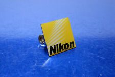 Nikon Logo Pin / Klammer / Anstecker / jacket case bag or collection (sehr gut)