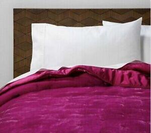 Opalhouse HOT PINK Fuchsia Velvet Tufted KING Quilt Coverlet.  QUILT ONLY NEW