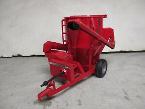 (1999) Ertl Case International Mixer Mill Toy, 1/16 Scale