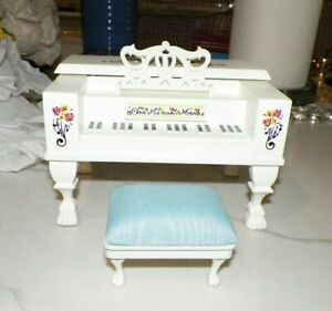 NABCO MUFFY VANDERBEAR ONE MINUET MORE PIANO & BENCH NEVER USED
