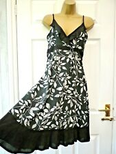 F&F Ladies Size 8 Black White Floral V Neck A Line Knee Strappy Summer Dress
