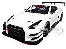 NISSAN GT-R NISMO GT3 WHITE 1/18 MODEL CAR BY AUTOART 81576