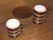 Lot de 7 tasses et sous tasses, de couleur marron
