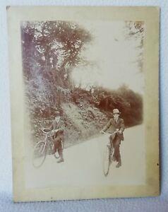 Ancienne Photos sur carton 1900 deux jeunes Hommes sur leurs VÉLO 23,2 x 17,2 cm
