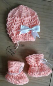 NEW Peach/Newborn Hand  Knitted Baby set Hat and Booties