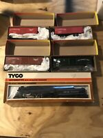 HO Scale Tyco Locomotive And Roundhouse 4 Back Of Box Cars & Free Track