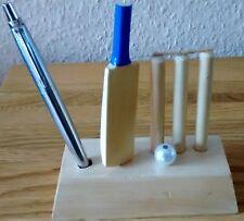 Main Unique en bois sculpté Batte cricket, boule & souches/Bails Design Porte-stylo
