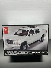 1/25 Scale Amt Model Car Kit 2005 Cadillac Escalade Ext Sealed