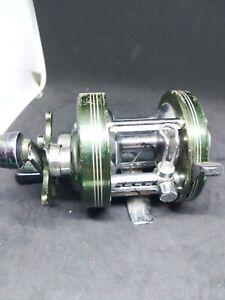 Heddon Mark IV Model 3200 Vintage Baitcasting Reel. Works.