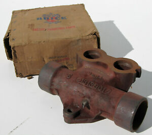 1936-1951 Buick Roadmaster Limited NOS center exhaust manifold 1314132