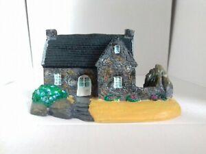 Maison miniature en résine peinte main Finistere Nord maquette train creche deco