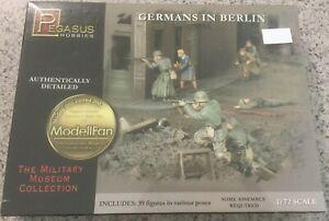 Pegasus Hobbies - Germans in Berlin 1945 - No.7228 - 1/72 scale model figure kit