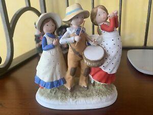 Holly Hobbie LIMITED EDITION Bicentennial Figurine WHF-319
