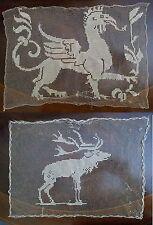 Coppia di Centrini da Tavolo Filet all' uncinetto a mano - Grifone, Cervo