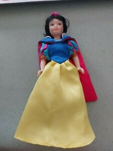 Disney DeAgostini - Snow White Porcelain Doll