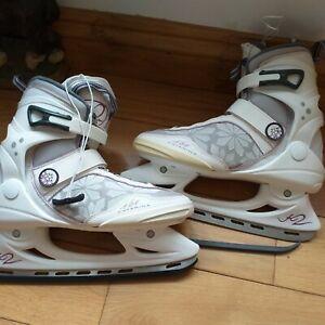 Ladies Size 7 ice skates White Katarina nearly new excellent condition