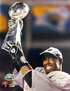 DEXTER JACKSON Super Bowl XXXVII LOMBARDI TROPHY 8X10 PHOTO Tampa Bay Buccaneers