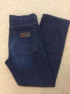 Mens Wrangler Arizona Jeans 34 Waist 30 Leg Stretch Denim Good Condition
