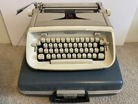 [GREAT] 1960s Royal Safari Grey Manual Portable Typewriter w/Case WORKING