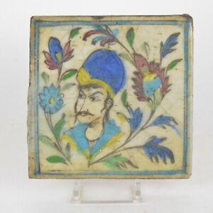 Carreau en céramique Perse siliceuse Décor de visages dans un entourage végétal