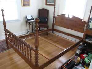 Ethan Allen Heirloom Nutmeg Maple Colonial Pediment Bed Four Poster Full