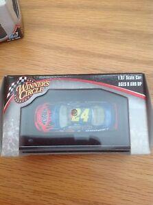 Winner's Circle Nascar 1:87 Scale #24 Jeff Gordon with Display Case    Dupont