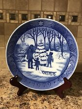 Royal Copenhagen 1979 Christmas Plate Choosing the Tree Blue & White