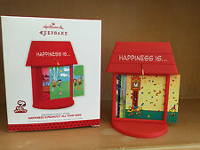 HALLMARK HAPPINESS IS PEANUTS ALL YEAR LONG ORNAMENT DISPLAY STAND 2013 NEW +BOX
